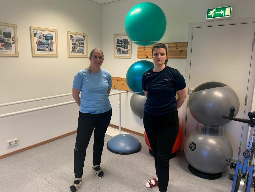 Fysioterapeutene Martine Solberg (til høyre) og Julie Risa ved Straume Fysioterapi må stenge klinikken fra mandag. Solberg frykter konsekvensene siden hun er fysioterapeut uten driftstilskudd. (Foto: privat)