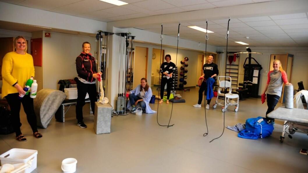 SNART TILBAKE: Fra venstre: avdelingsleiar Live Magnetun, Ragnhild Rauk, Vilde Springgard, Mona Kolbjørnsdatter Sando. Marianne Greftegreff og Live Slettemoen. Foto: Torbjørn Gunhildgard