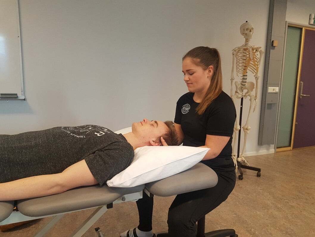 Studentlederen i FYSIO Norge Johanne Nikolaisen synes det er artig at så mange vil studere fysioterapi. Her i en undervisningstime før koronakrisen slo til. (Foto: privat)