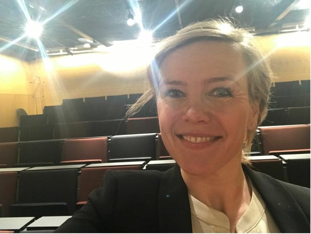 Det ble en litt rar setting for fysioterapeut Synne Garder Pedersen da hun disputerte midt under koronakrisen. (Foto: privat)