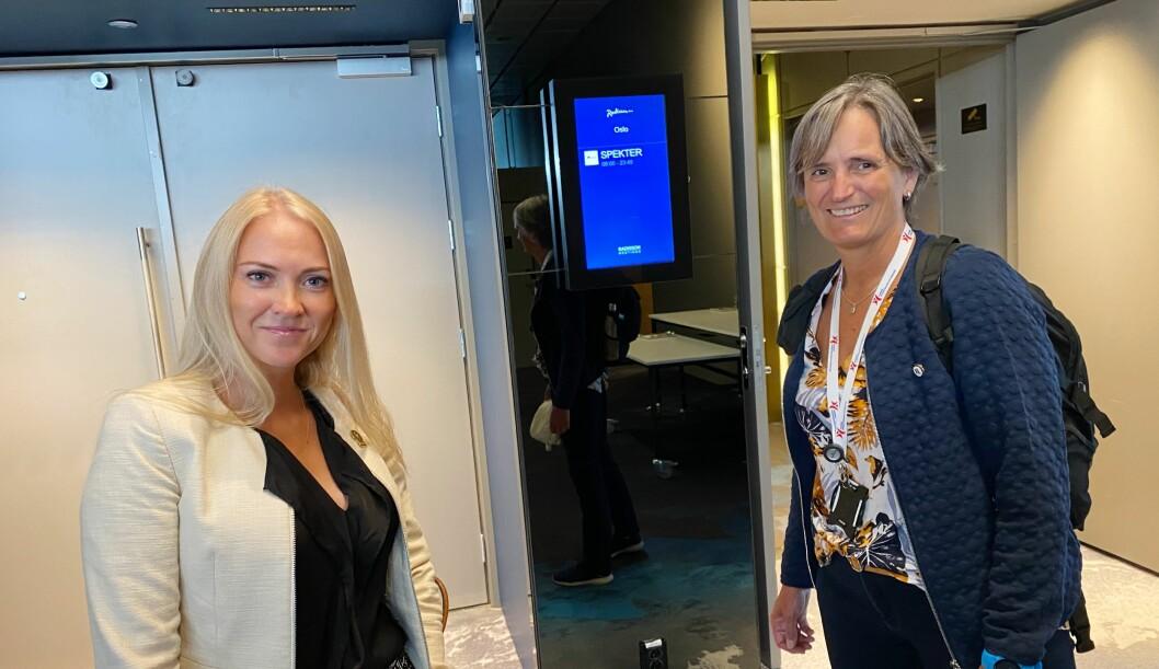 Lill Sverresdatter Larsen (til venstre) og Gerty Lund klare til forhandlinger. Foto: Irene Mårdalen