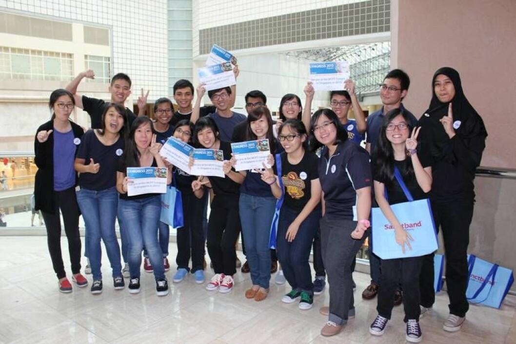 Engasjement! Fysioterapistudenter i Singapore jobber frivillig under WCPT-kongressen. Lokal arrangør er Singapore Physiotherapy Association. Foto: Tracy Bury, WCPT.