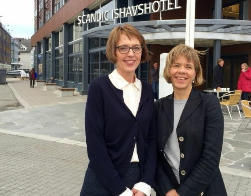 Prosjektleder i den sjuende Tromsøundersøkelsen, Heidi Johansen (til venstre) og prodekan for forskning, Sameline Grimsgaard. Foto: Anika Mackenroth, UiT.