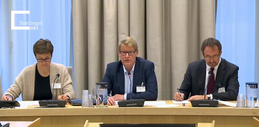 Positiv med forbehold. NMF-leder Peter Chr. Lehne (i midten) fra høring om statsbudsjettet for 2017 på Stortinget. Foto: Stortinget