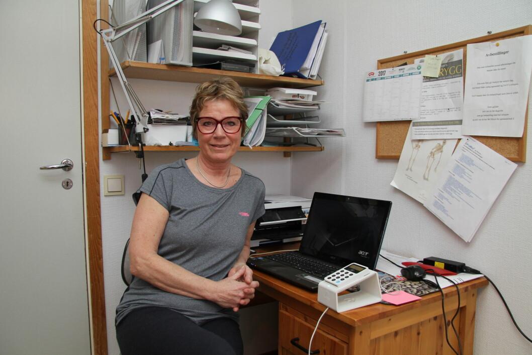 Tidkrevende: Fysioterapeut Siri Hellandsjø opplever at det tar tid å kreve inn egenandel fra pasientene.