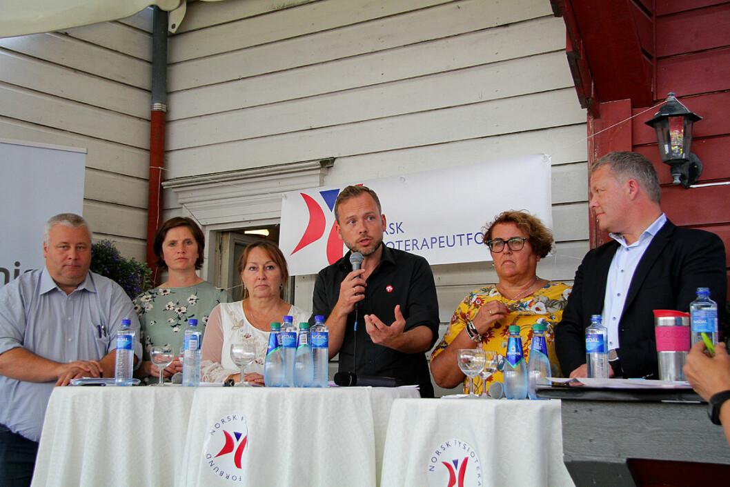 Samlet til debatt. Bård Hoksrud (Frp), Kjersti Toppe (Sp), Gunn Marit Helgesen (styreleder KS), Audun Lysbakken (SV), Olaug Bollestad (Krf) og Petter Brelin (leder Norsk forening for allmennmedisin).