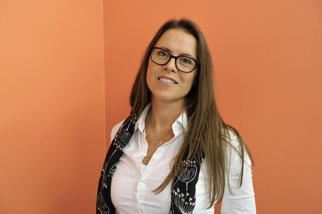 """TEMADAG CFS/ME Psykomotorisk fysioterapeut Synnøve Kåresen ved nevrologisk avdeling, Molde sjukehus, foreleste om psykomotorisk tilnærming og erfaringer i behandlingen av pasienter med CFS/ME. Hennes første møte med en CFS/ME-pasient i 2000 gjorde henne så nysgjerrig på diagnosen, at hun skrev masteroppgaven """"Kronisk tretthetssyndrom: Et fysioterapeutisk perspektiv"""". Til høyre Fysioterapeut og initiativtaker til temadagen, Kjersti Uvaag."""