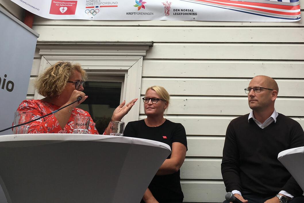 Debatt med temperatur (f.v.): Olaug Bollestad, ordstyrer Lisbet Rugtvedt, generalsekretær i Nasjonalforeningen for folkehelsen og Steffen Handal, leder av Utdaningsforbundet.