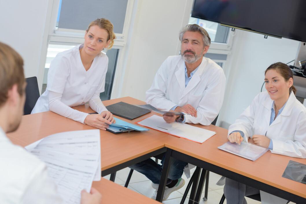 Enkelte leger tolker anbefalinger i retningslinjer som krav eller pålegg. Det kan hindre forskning, mener to norske forskere. (Illustrasjonsbilde)