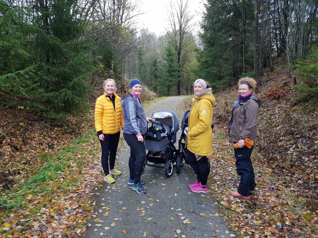 Fysioterapeut Hilde Røysland i Askim (til venstre) senker terskelen for at nybakte mammaer kan stille spørsmål. Det gjør hun ved å trimme med dem i skogen. (Foto: privat)