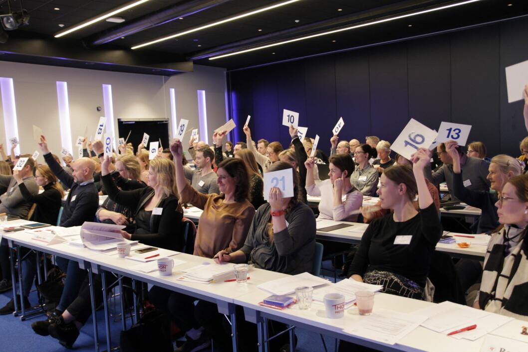 Valgkomiteen i Norsk Fysioterapeutforbund håper på mange forslag på kandidater til 39 sentrale verv. Bildet viser en avstemning på landsmøtet i fjor.