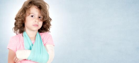 Hvordan bør barns håndleddsfrakturer behandles?