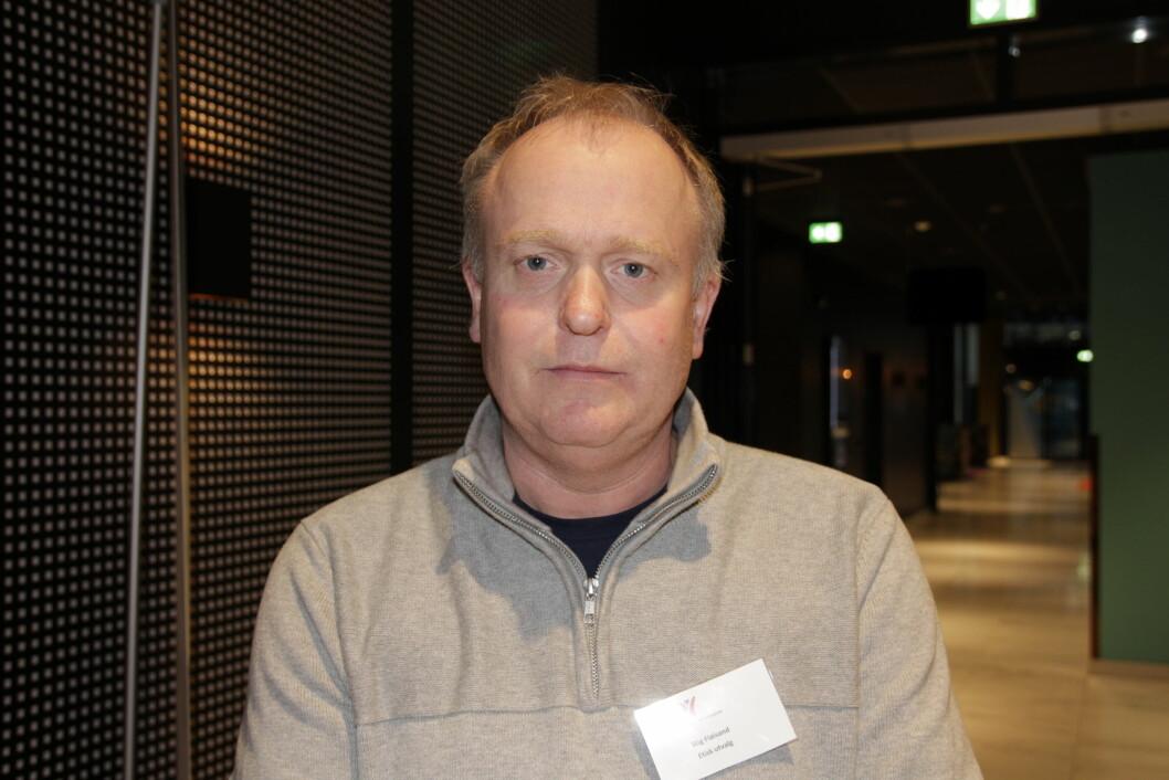 NFF har satt etiske regler og verdier, da må de stå for dem, sier Etisk utvalgs leder Stig Fløisand, som mener NFF ikke bør dra til verdenskongressen i Dubai.