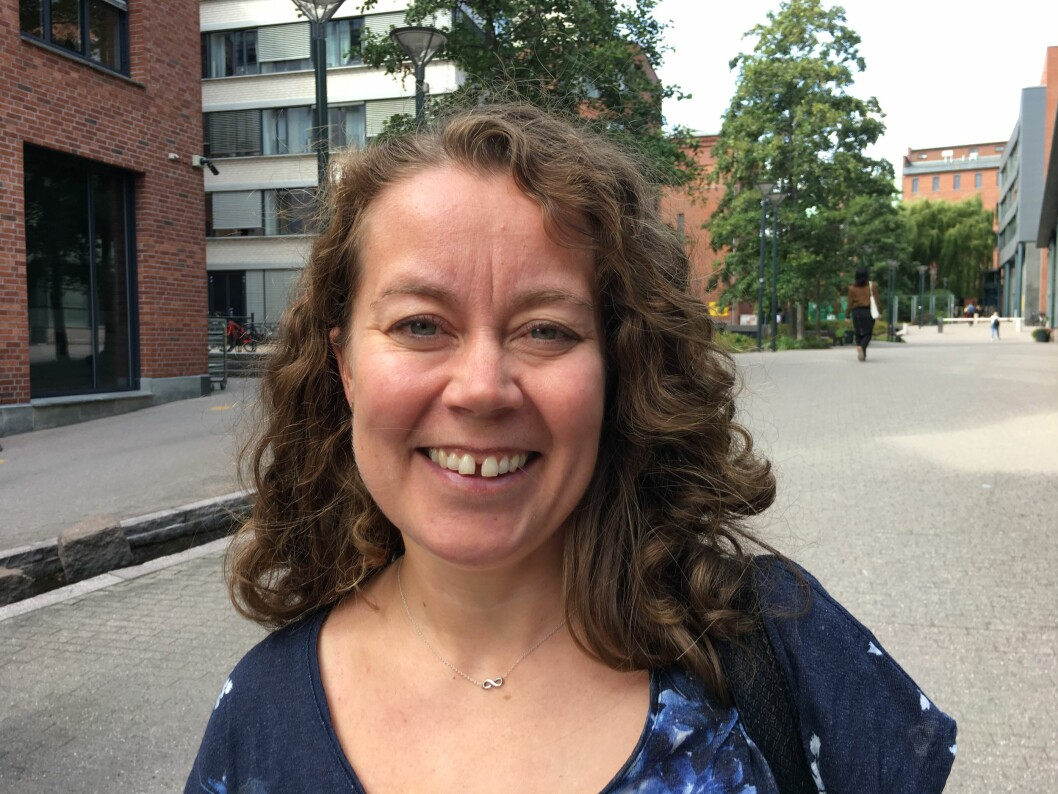 Fysioterapeut og stipendiat Liss Marita Solbakken skal ta doktograden sin over fem år for å ha mer kontakt med praksis og utdanningene gjennom Brobyggerprosjektet.