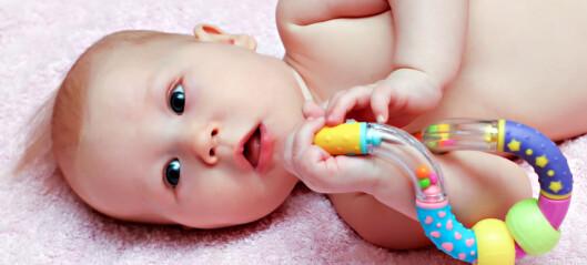 Et skråblikk på spedbarnsasymmetri  – fortsatt et stykke fra teori til praksis?