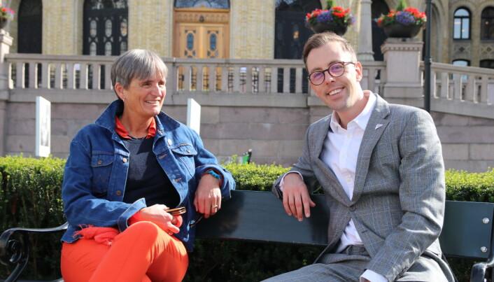 Gerty Lund og Nicholas Wilkinson var utvilsomt på bølgelengde, da de møttes foran Stortinget i går.