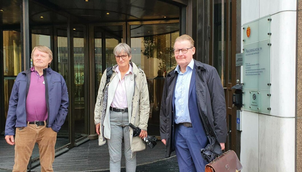 Fysioterapeutledere rett etter bruddet med staten. Fra venstre Henning Jensen, PFF, Gerty Lund, NFF og Peter Lehne NMF.
