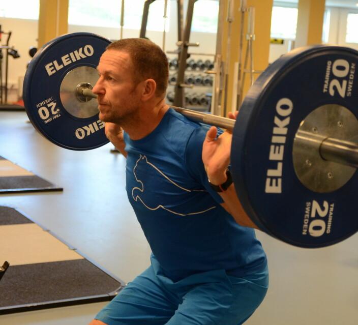 Både voksne og eldre bør trene styrke, mener professor Truls Raastad.