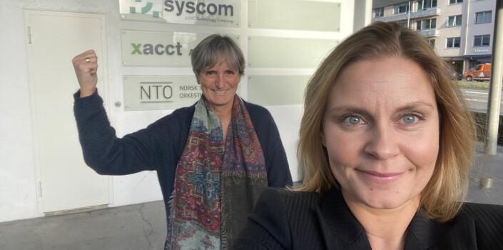 Gerty Lund og assisterende forhandlingssjef Stine Malerød i det de gikk inn i forhandlingene torsdag.