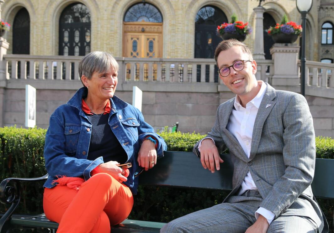 Gerty Lund og Nicholas Wilkinson møttes utenfor Stortinget tidligere i år. Nå har Wilkinson fremmet forslag om eget utvalg for rehabilitering.