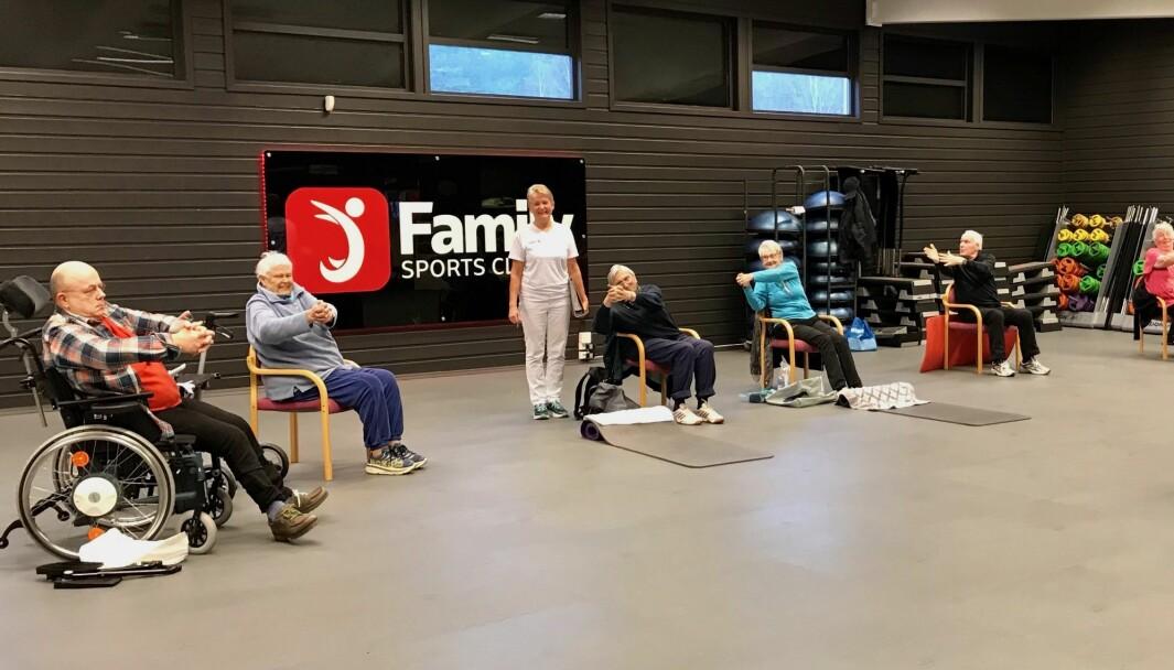 Trening for eldre ved Kongsberg medisinske treningssenter.