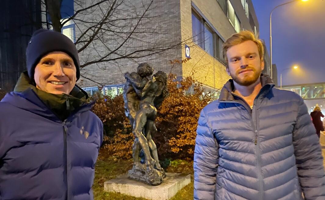 Sportskommentator Kasper Wikestad (til venstre) og fysioterapeut Øystein Aas møttes igjen utenfor Ullevål sykehus.