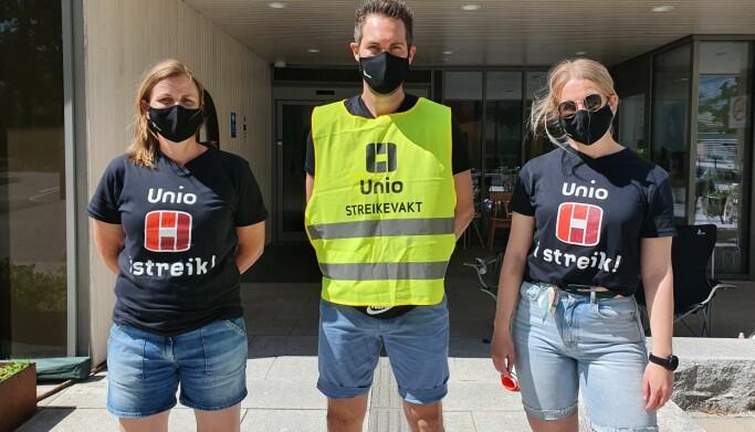Halgeir Tjøstolvsen sto streikevakt sammen med kolleger i Fredrikstad onsdag 2. juni.