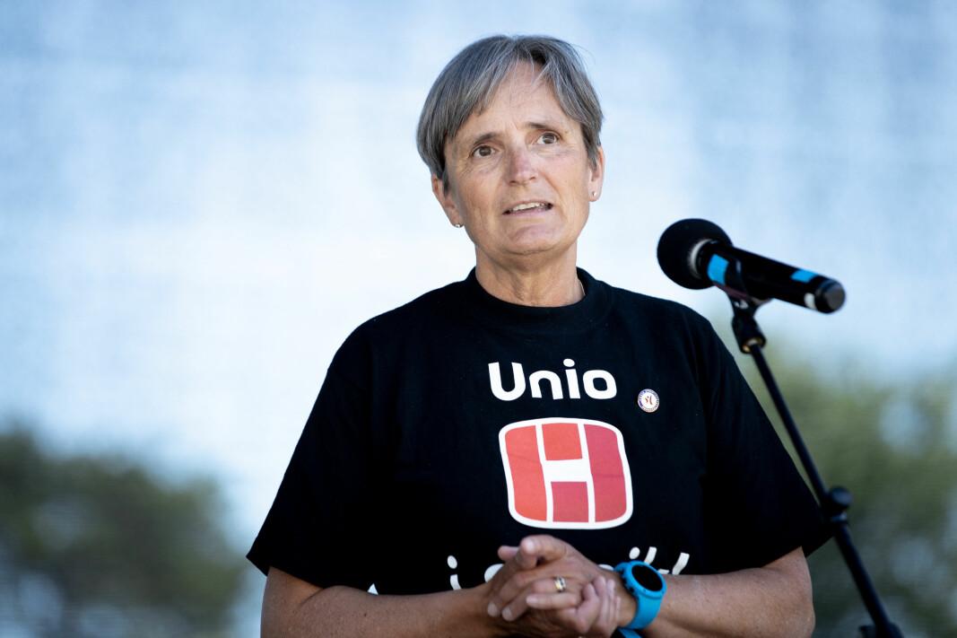 Forbundsleder Gerty Lund holdt appell under en streikemarkering i Sarpsborg tirsdag.