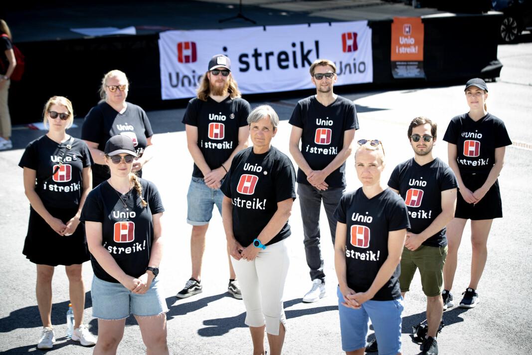 I går - tirsdag 15. juni - var forbundsleder Gerty Lund i Sarpsborg og markerte streiken sammen med en rekke sykehusfysioterapeuter. I dag er streiken avblåst.
