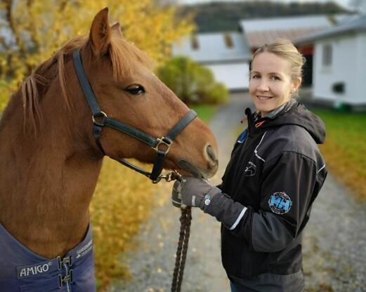 Vil starte ridefysioterapi på egen gård – kommunen sier nei til hall
